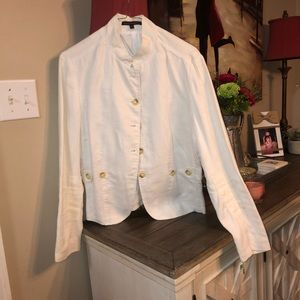 two-piece white linen skirt (10) and jacket (12)